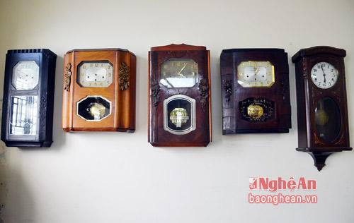 Bộ đồng hồ treo tường với đủ các dòng như ODO, J, VEDETTI,FFR. Những chiếc đồng hồ này có xuất xứ từ Pháp, Đức chủ yếu sản xuất cho thị trường Việt Nam những năm Pháp thuộc.