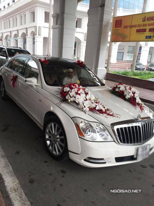 Nam Cường rước dâu bằng xe sang màu trắng.