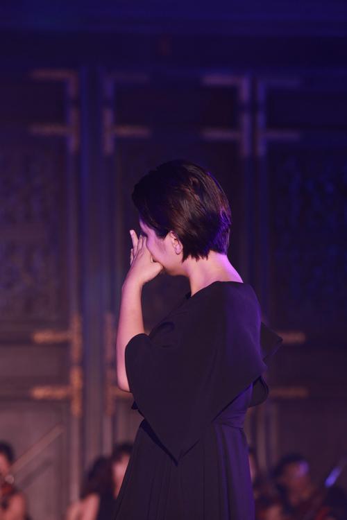 Bông Mai chia sẻ, khi chọn chùa Bái Đính để tổ chức đêm nhạc vào đúng dịp giỗ đầu của cha, rất nhiều người đã cản cô. Thậm chí, trước khi chương trình diễn ra, trời đổ mưa rất to. Cô đã nghĩ về cha và cầu mong cho mọi chuyện thuận lợi.