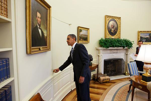 Phút bối rối của Tổng thống Obama được lan truyền trên mạng cho hàng nghìn người xem.