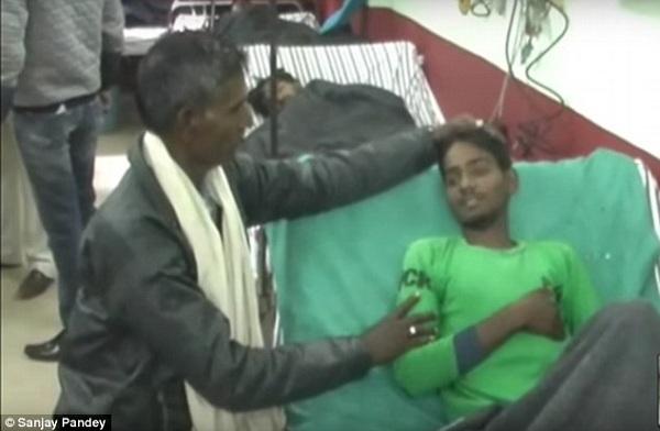 Cha của Narendra cảm thấy nhẹ nhõm vì con mình đã được cứu sống.