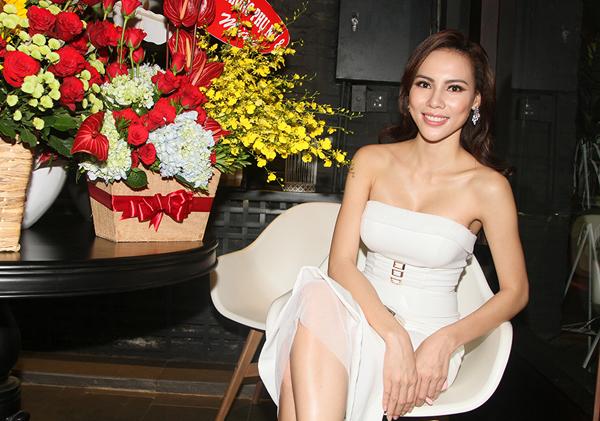 Sau khi trở về từ cuộc thi Hoa hậu Siêu quốc gia và giành giải phụ Người đẹp Truyền thông xã hội, cô đắt show đi sự kiện.