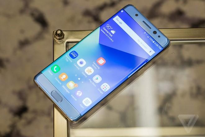 Samsung Galaxy Note7 được trang bị màn hình 5,7 inch, công nghệ HDR. Ảnh:Theverge.