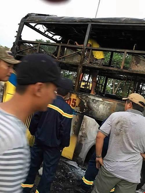 Một số hình ảnh vụ cháy được người dân tải lên Facebook
