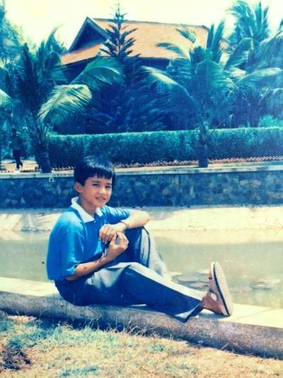 Lương Thế Thành năm 11 tuổi trong chuyến tham quan TP HCM cùng các bạn học. Nam diễn viên vui vẻ cho biết mình có khả năng tạo dáng chụp ảnh từ khi rất nhỏ.