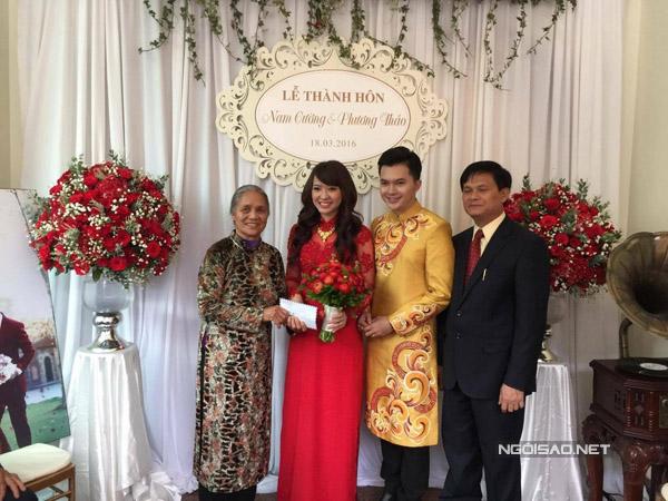 Bà nội của Nam Cường vui mừng khi nhà có cô dâu mới.