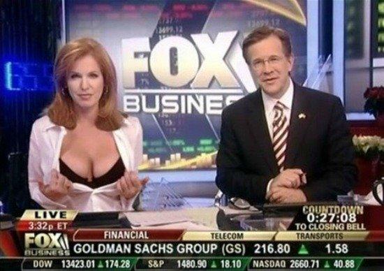 Hành động gây sốc của nữ MC kênh Fox (Mỹ).