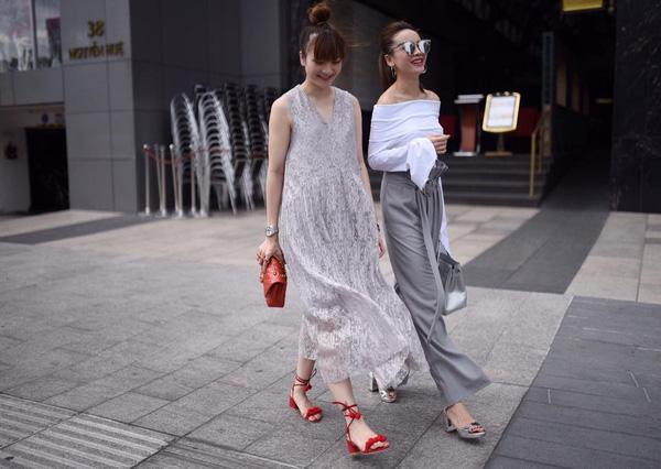 Phong cách street style của Song Yến tập trung ứng dụng những thiết kế hợp mốt, theo style Hàn Quốc cá tính, độc đáo mà vẫn không kém phần nữ tính duyên dáng trở thành hình mẫu thời trang cho giới trẻ sành điệu.