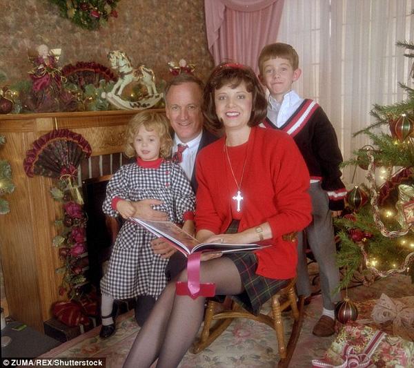 Gia đình hạnh phúc của hoa hậu nhí.