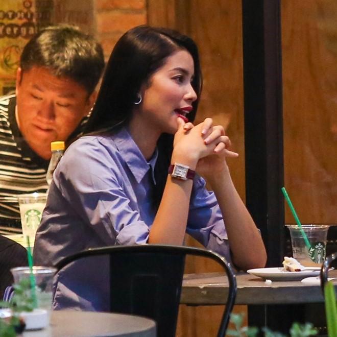 Nhiều khán giả cho rằng Phạm Hương đang có ý định chuyển sang ca hát. Thời gian gần đây, cô thỉnh thoảng up những clip mình hát chay lên mạng xã hội và nhận được nhiều lời khen.