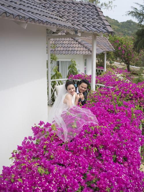 Từ khi đính hôn, Trang Nhung tạm ngưng đóng phim để thực hiện vai trò làm vợ, làm mẹ. Cô hỗ trợ đắc lực cho công việc đạo diễn của chồng.
