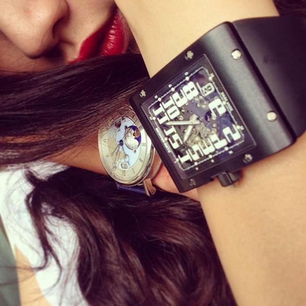 Một phiên bản khác của RM 016 bằng chất liệu titanium cũng nằm trong bộ sưu tập của Bảo Hưng. Mẫu đồng hồ này có giá khoảng 65.000 bảng Anh (khoảng 2 tỷ đồng).