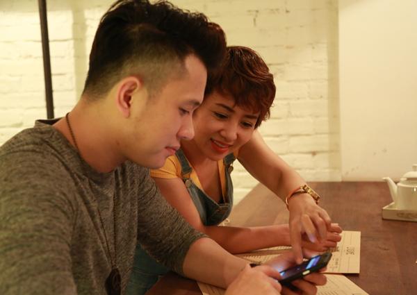Thúy Hiền sẽ thể hiện nhiều pha võ thuật, hành động trong sản phẩm mới của Ngọc Khanh. Hai người bàn bạc kỹ lưỡng về bộ phim ngắn.