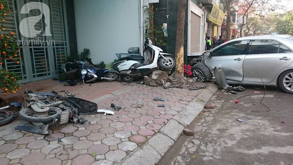 Hiện trường vụ xe Camry gây tai nạn.
