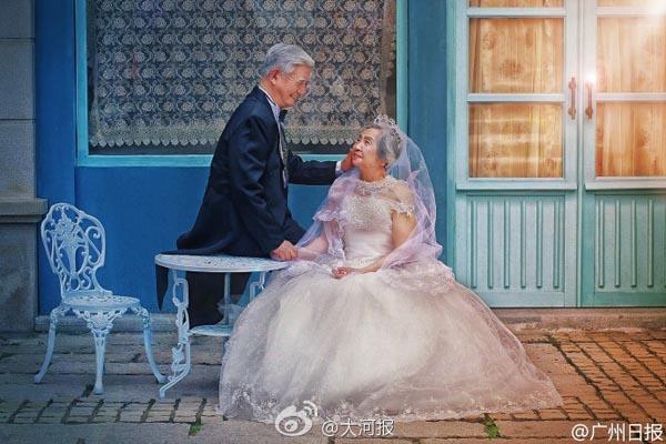 Bộ ảnh cưới lãng mạn sau khi xuất hiện trên mạng xã hội Trung Quốc đã nhận được nhiều lời chúc phúc, ca ngợi  từ cộng đồng.