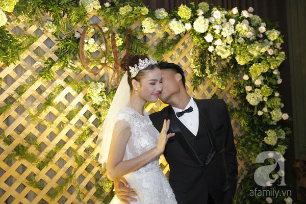 Điều này cho thấy họ đang rất hạnh phúc khi bước vào cuộc sống hôn nhân.