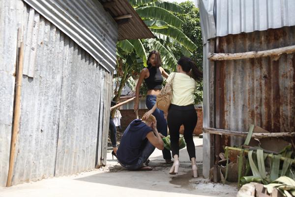 Chân dài Minh Triệu thể hiện tuyến nhân vật phản diện, đối đầu với Ngọc Trinh và Khắc Tiệp trên màn ảnh rộng.