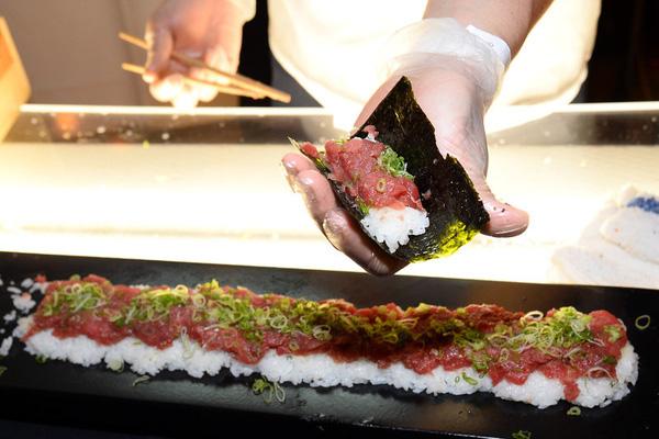 Sushi là món ăn truyền thống và có giá đắt đỏ của Nhật Bản.