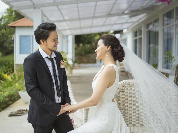 Trang Nhung tiết lộ, ông xã là người thông minh, chu đáo. Nữ diễn viên cũng hạnh phúc vì được bố mẹ chồng thương yêu như con gái.