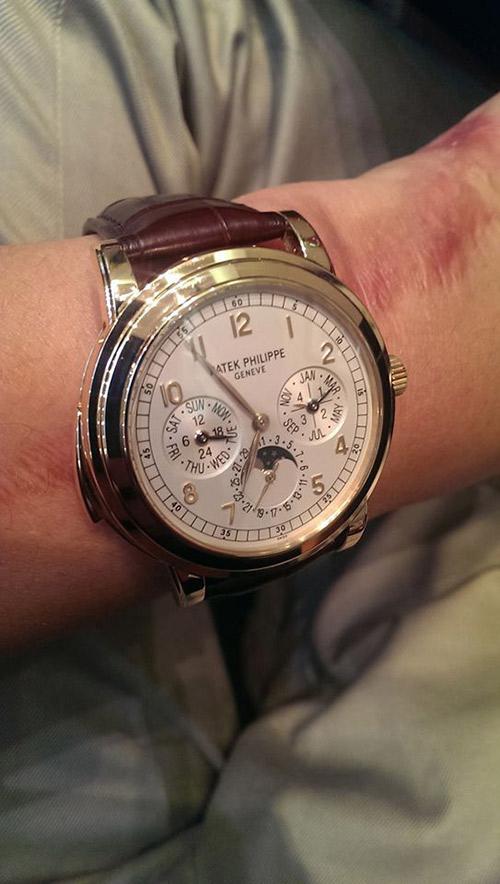 Trong bộ sưu tập đồng hồ của Bảo Hưng còn có chững thiết kế đậm chất cổ điển của Patek Philippe. Đây là hãng đồng hồ lâu đời của Thụy Sĩ với gần 200 năm hình thành và phát triển. Những sản phẩm của Patek Philippe thuộc hàng siêu xa xỉ và đứng đầu thế giới về độ chính xác cũng như kỹ thuật chế tác công phu. Danh sách khách hàng của hãng chủ yếu là giới quý tộc, chính khách, doanh nhân và nghệ sĩ nổi tiếng.