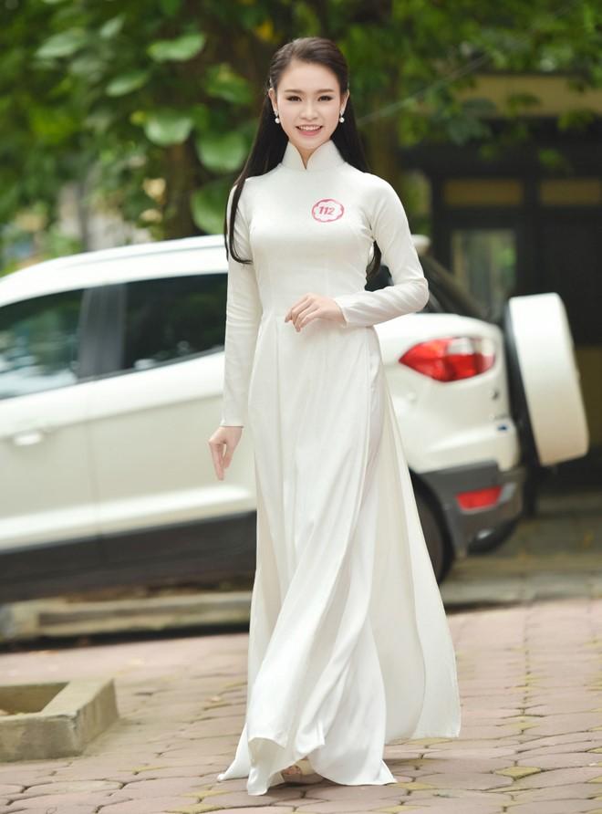 Phùng Bảo Ngọc Vân, đến từ Hà Nội, sở hữu chiều cao 1,72 m cùng gương mặt thanh tú và nụ cười rạng rỡ. Cô gái 19 tuổi còn có thành tích học tập khá tốt. Cô được tuyển thẳng vào trường Đại học Ngoại thương Hà Nội và theo học khoa Kinh tế Đối ngoại.