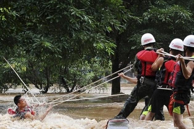 Lực lượng cứu hộ đã tìm thấy thi thể 3 em sinh viên tình nguyện. Ảnh minh hoạ