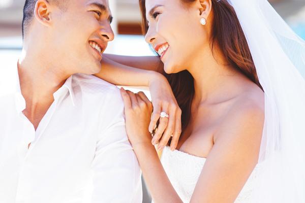 Lương Thế Thành và Thúy Diễm yêu nhau nhiều năm trước khi quyết định kết hôn. Cả hai được khán giả yêu mến nhờ bởi xứng đôi vừa lứa về ngoại hình, đồng thời có hình ảnh sạch, không vướng scandal.