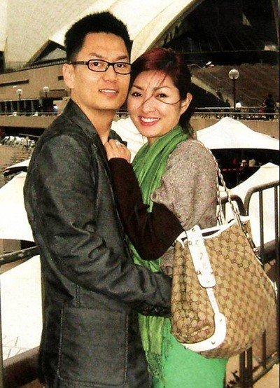 Hồng Nhung và chồng.