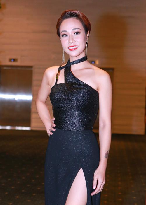 Thần tượng âm nhạc 2010 Uyên Linh ngày càng gợi cảm.