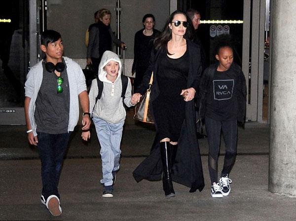 Các con Jolie-Pitt đã quen với việc di chuyển ở khắp nơi trên thế giới, nhưng mỗi khi về nhà đều rất háo hức.