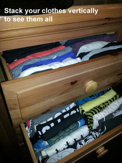 Dựng đứng quần áo để dễ nhìn thấy tất cả khi mở ra lấy