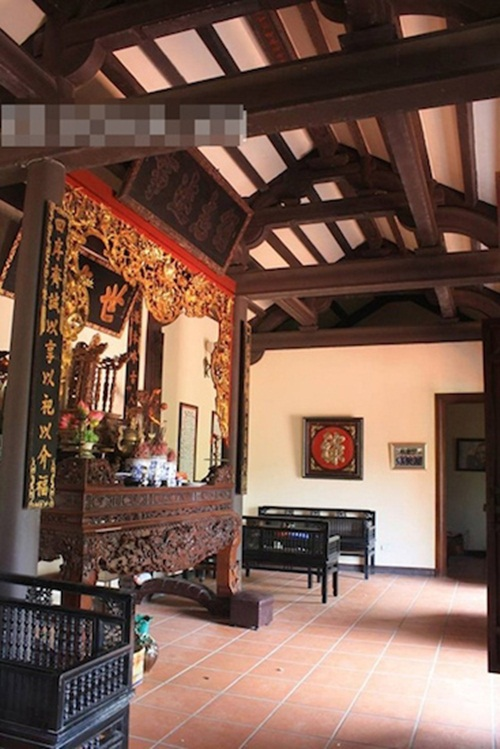 Danh hài Xuân Hinh sở hữu một căn nhà cổ ở Bắc Ninh mang đậm không gian kiến trúc của vùng đồng bằng Bắc Bộ.