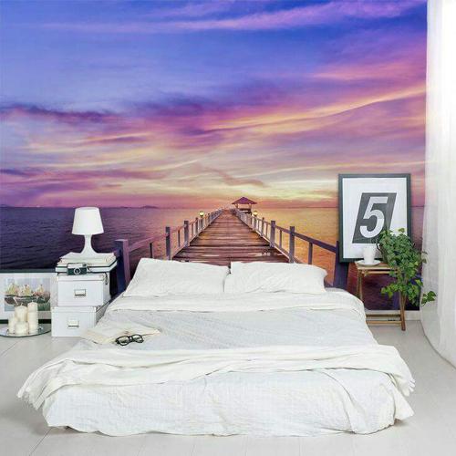 Chủ nhà chọn nội thất trong phòng ngủ có tông trắng nên thoải mái chọn giấy dán tường màu sắc.