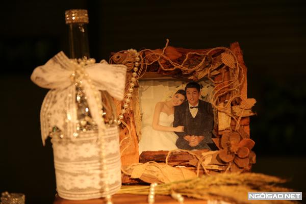 Những chiếc chai cũng trở thành vật trang trí dễ thương trong hôn lễ của người mẫu quê Sóc Trăng.