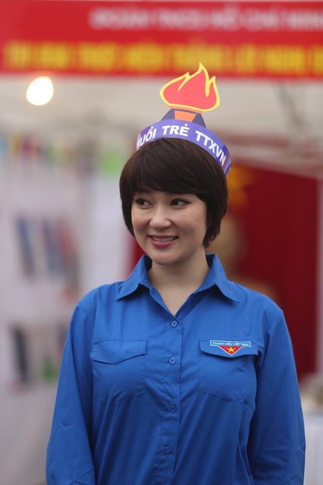 Hoa hậu Nguyễn Thị Huyền cũng xuất hiện tại đây với vai trò Giám khảo phần thi ẩm thực
