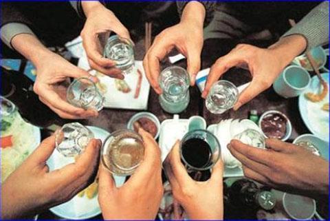 Chén rượu đầu xuân nhiều khi mang đến những hệ lụy