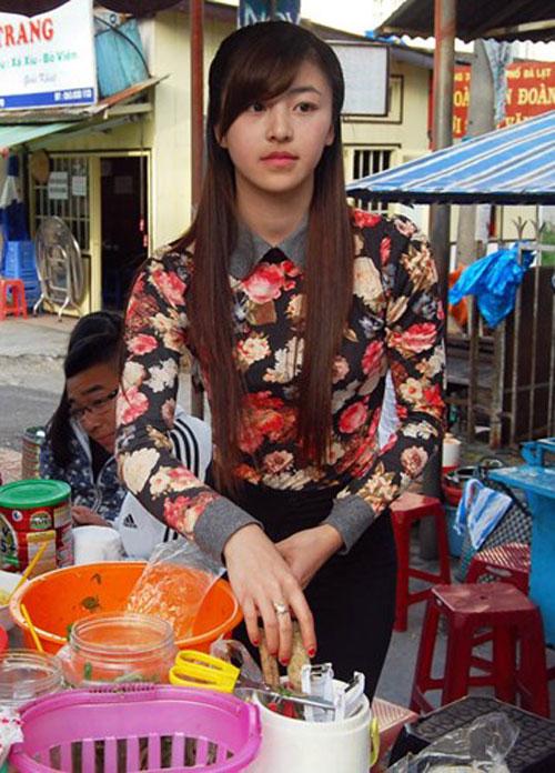Được biết, cô gái này có tên là Lưu Hoài Bảo Chi (thường gọi là My). Chi chỉ mới 19 tuổi nhưng đã có chồng và một con nhỏ. Chi hiện sống với gia đình tại Xuân An (TP.Đà Lạt, Lâm Đồng).