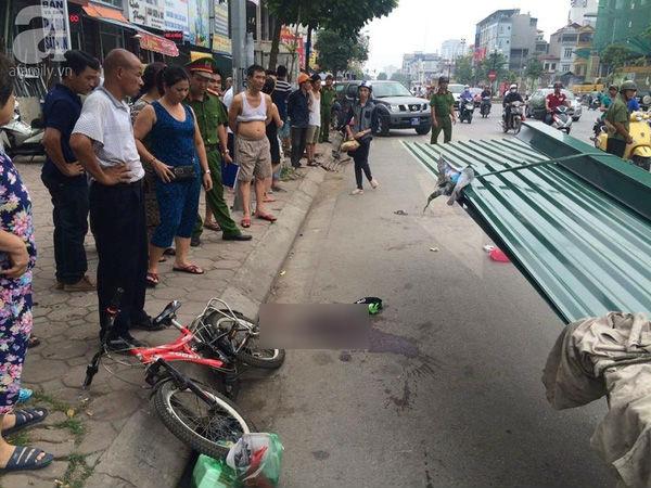 Trước đó, ngày 23/9, một cháu bé ở phố Tân Mai (TP Hà Nội) cũng bị tôn cứa vào cổ.