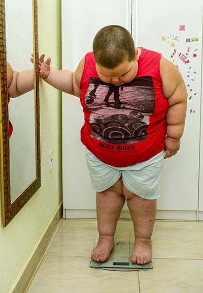 Trọng lượng cơ thể bé Misael nặng gấp ba lần những đứa trẻ cùng tuổi.