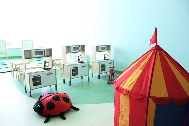 Khu vui chơi cho bệnh nhi được xây dựng theo tiêu chuẩn phòng chơi của trẻ em Thụy Điển. Ảnh: BVCC