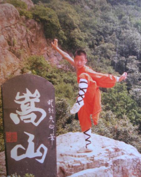Vương Bảo Cường học võ ở Thiếu Lâm tự từ nhỏ.