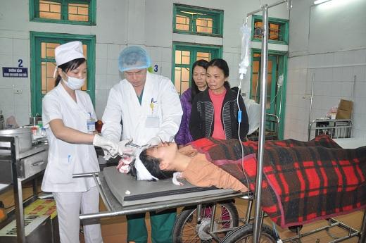 Một ca cấp cứu tại Bệnh viện Đa khoa Hà Đông. Ảnh: VT