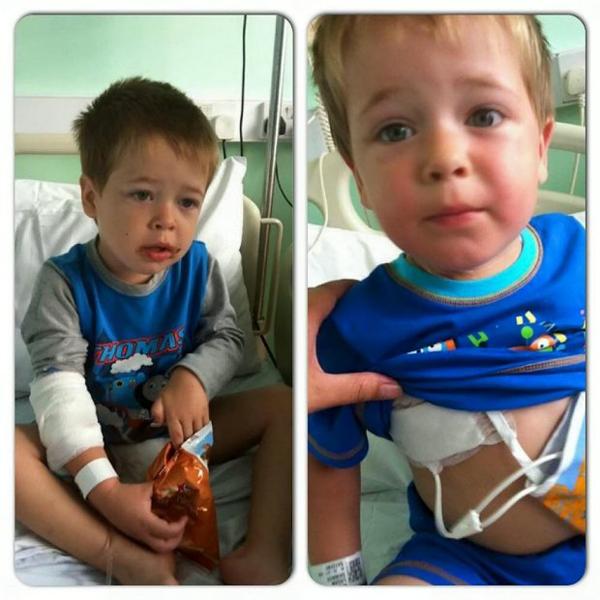Đây chính là hình ảnh hai bé Regan và Lohan nhập viện để thực hiện quá trình trị liệu.
