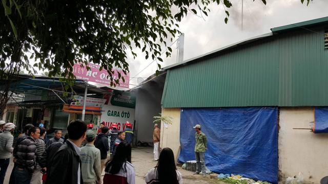 Gara ô tô xảy ra vụ cháy nằm trung tâm chợ Xanh (Hà Đông).