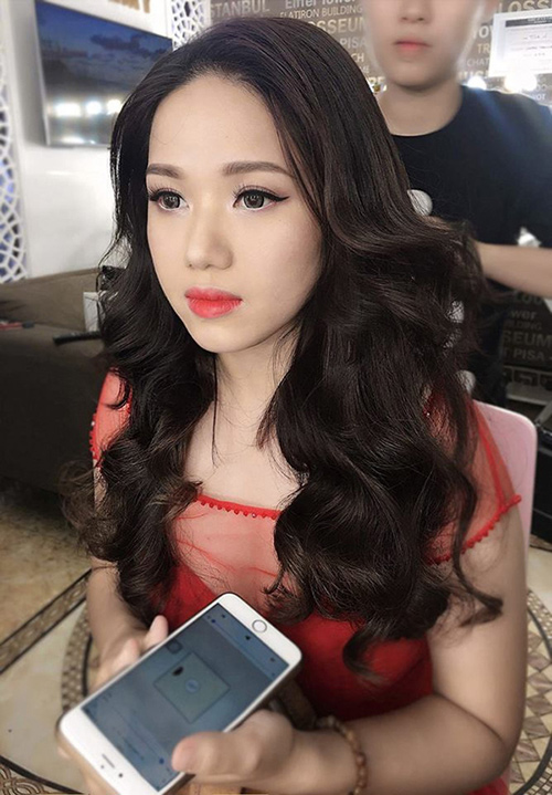 Bức ảnh mới nhất của Thùy Chi khiến nhiều người không tin vào mắt mình, ngay lập tức cô dính nghi án PTTM để trùng tu nhan sắc
