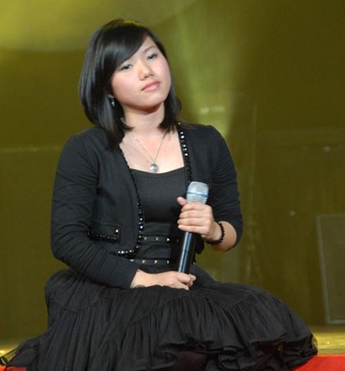 Nữ ca sĩ trông hơi mũm mĩm và cô không mấy chăm chút cho ngoại hình.