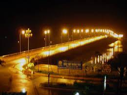 Đèn chiếu sáng truyền thống ngốn điện năng không nhỏ. (ảnh: HC)