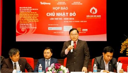 Ông Lê Xuân Sơn - Tổng biên tập Báo Tiền Phong phát biểu tại buổi Họp báo chương trình Chủ Nhật Đỏ chiều nay, 12/1 (Ảnh: TPO)
