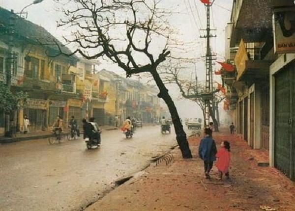 Đường phố Hà Nội những ngày tết xưa. Ảnh TL