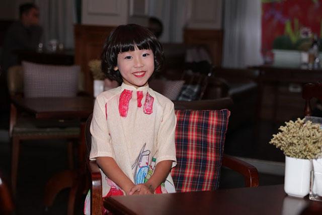 Dù khá bận rộn với việc học tập ở trường nhưng cô bé vẫn luôn dành thời gian cho hoạt động ca hát.